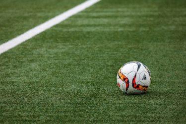 Cómo influye el estado del césped en el fútbol