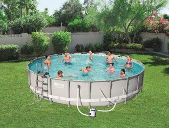 Consejos para montar una piscina de acero sobre el césped