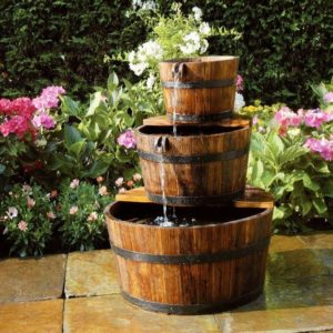 Fuente de jardín con diseño de barreños