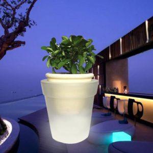 Macetero alto con luz LED